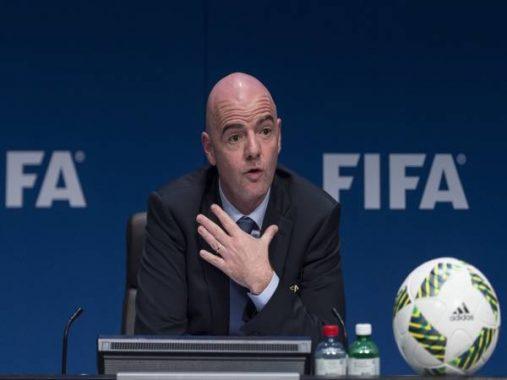 Tin bóng đá sáng 28/10: Chủ tịch FIFA dương tính với Covid-19